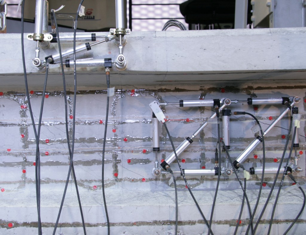 Shear Failure Test of Partially Prestressed Beams